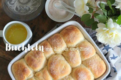 Lauwarme Buchteln aus frischer Hefe mit Butter und Zucker und Zimt. Dazu eine selbst gemachte Holundersuppe. Herbstglück pur.