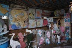 大野城市の住宅街に壁にさまざまなデザインで装飾された家があるんです 実はここ鏝絵というアート作品のアトリエらしい 鏝絵とは家や蔵の壁にしっくいやセメントで装飾された日本式レリーフのことで使えるものはなんでも使ってアートにしてしまうんだとか 三浦鏝絵美術館というスポットなので近くに行ったら覗いてみてね tags[福岡県]