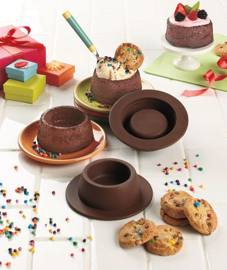 Mold to make your own brownie bowls... anyone else think these look amazing!