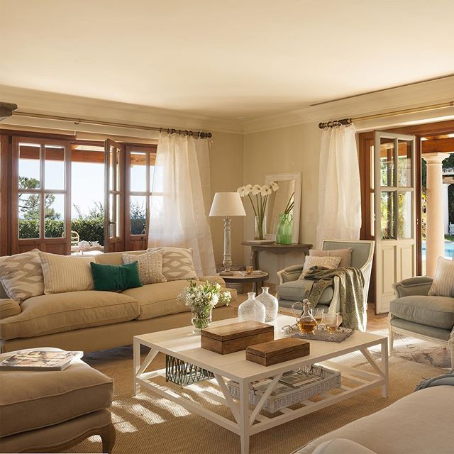Descubrimos un piso clásico que combina lo mejor del pasado modernista con reformas para ganar funcionalidad. Un espacio único y con personalidad. ¿Entras?