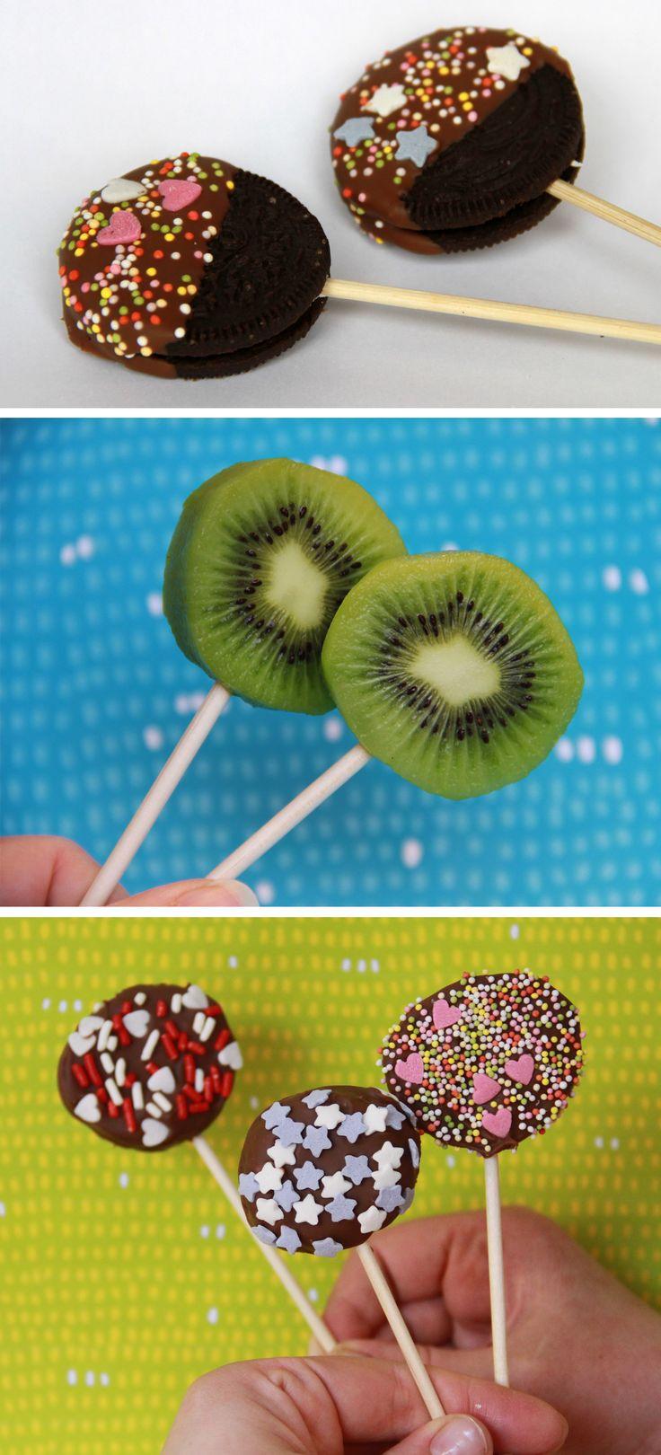 Hedelmä- ja keksitikkarit | lasten | lapset | idea | askartelu | kädentaidot | käsityöt | kiivi | täytekeksi | keksi | hedelmä | herkku | puuhaa | kesä | juhlat | karnevaalit | summer | party| carnivals | DIY | ideas | kids | children | crafts | home | sweets | kiwi | fruit | cookie | Pikku Kakkonen