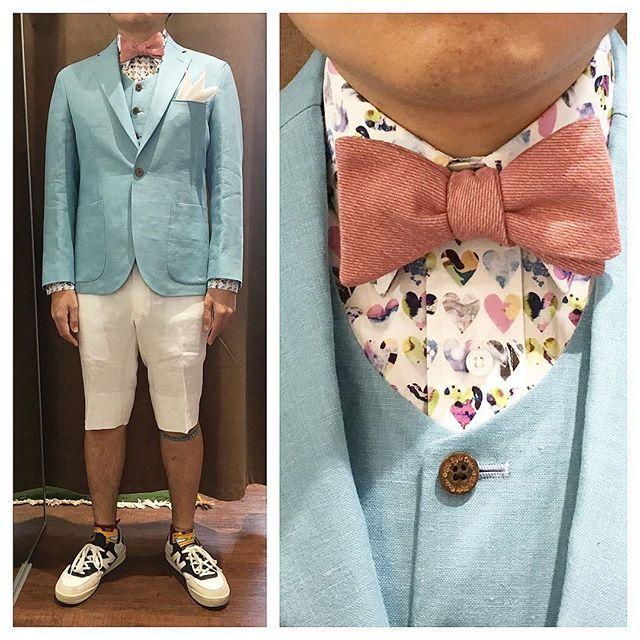 linen jacket & shorts.  ライトカラーのジャケットとベストに、ホワイトリネンのショートパンツ。  ラブリーなシャツが効いた逸品。  オーダーメイド製品はlifestyleorderへ。  all made in JAPAN  素敵な結婚式の写真を@lso_wdにアップしました。  wedding photo…@lso_wd  #ライフスタイルオーダー#オーダースーツ目黒#結婚式#カジュアルウエディング#ナチュラルウエディング#レストランウエディング#結婚準備#新郎衣装#新郎#プレ花嫁#蝶ネクタイ#メンズファッション#モデル#ハワイ#❤️ #lifestyleorder#japan#meguro#photooftheday#instagood#wedding#tailor#snap#mensfashion#menswear#follow#ootd#bowtie#hawaii#shorts