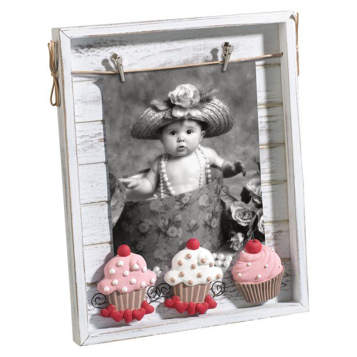CASSETTA PORTAFOTO IN LEGNO A291   Cassetta portafoto in legno con mollette e decorazioni magnetiche in resina. Da appoggio e da parete. Adatta a contenere 1 foto 13x18. Styled by Felix.
