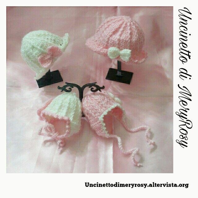 Mini capelli per piccole bambole #cappelli #cappellini #mini #minicappelli #hat #bambola #bambole #dolls #doll #giocattoli #toys #uncinetto #crocheted #crochet #handmade #fattoamano #diy