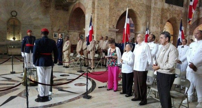 Ofician Misa En Honor A Un Grupo De Héroes Nacionales
