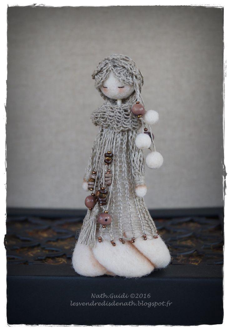 https://www.etsy.com/fr/listing/286069445/statuette-en-laine-feutree-habillee-de?