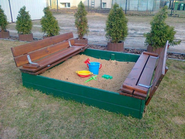 Another great pallet idea for a sand pit. Dont forget to sprinkle cinnamon through the sand - keeps the bugs away.