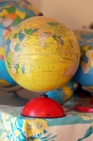 <3: Colors Globes, Yellow Globes, Brighter Places, Vintage Tins, World Globes, Vintage Yellow, Beautiful Globes, Vintage Globes, Globes Yellow