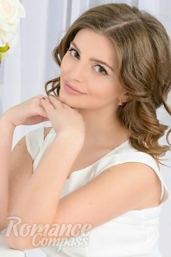 Date Ukraine single girl Lesia: hazel eyes, dark brown hair, 24 years old|ID176857