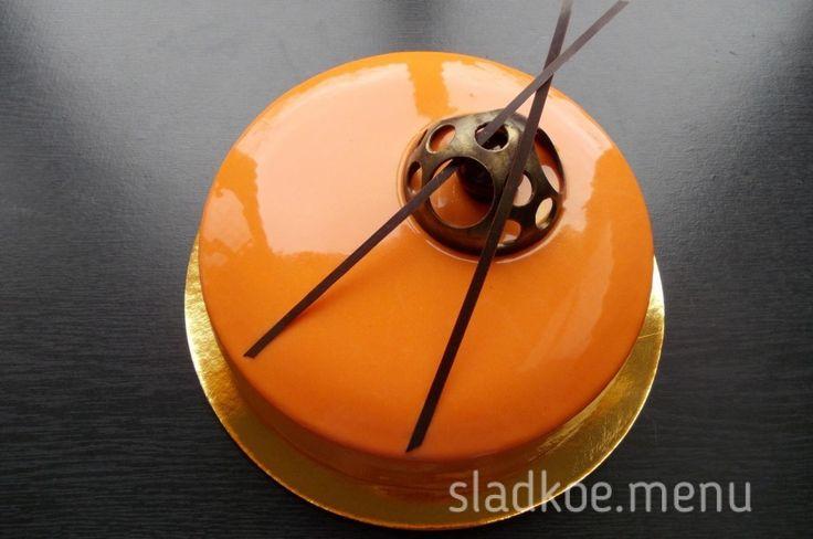 Яркий и незабываемый вкус торта Облепиха. Шоколадный бисквит без муки, тонкий хрустящий слой крустильян из пралине с миндалём и фундуком, с ...