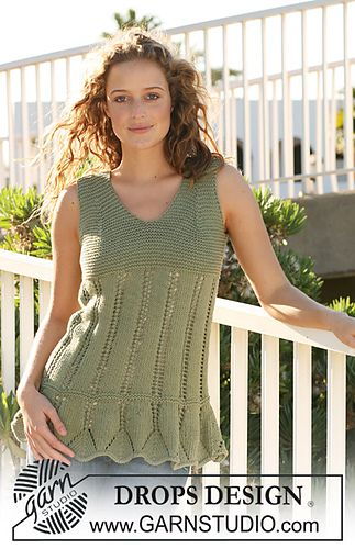 """111-16 Tunic in """"Paris"""" with lace pattern by DROPS design"""