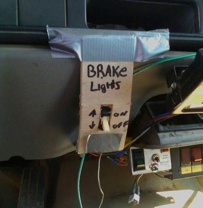 Because brake lights is important!! –––––––––––––––––––––––––––––––– Perché le luci dei freni sono importanti!