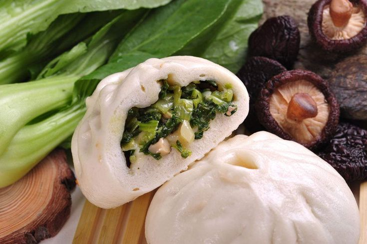 Vegetarische Baozi mit Pak Choi und Shiitake Pilze. Zutaten: 200g Pak Choi, 200g Shiitake Pilze, Wasser....