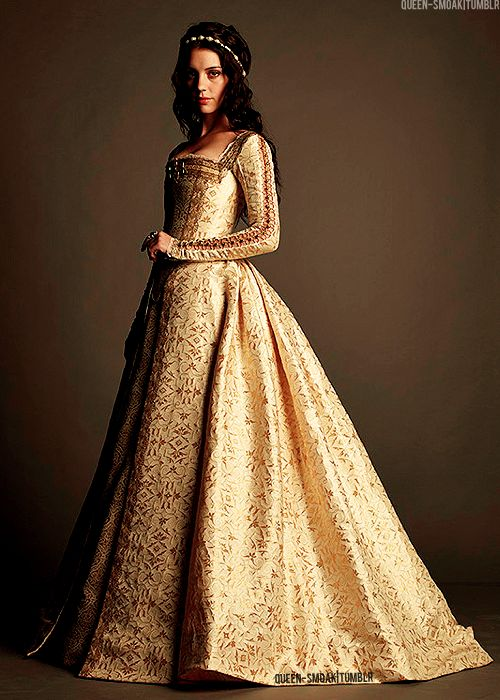Reign adelaide kane as mary queen of scots i 39 m really for Reign mary wedding dress