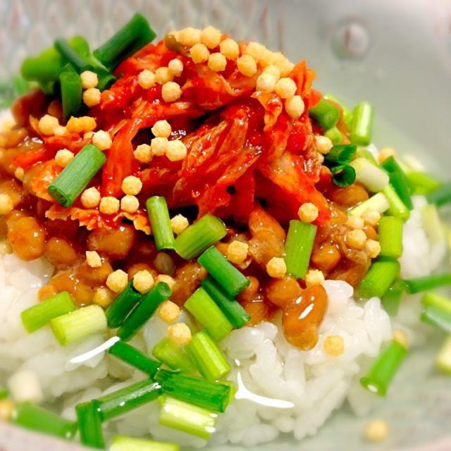 諸事情により買い物行けなかったため、あるもので晩御飯…(´・_・`) - 103件のもぐもぐ - 納豆キムチの昆布出汁茶漬け by ユキ