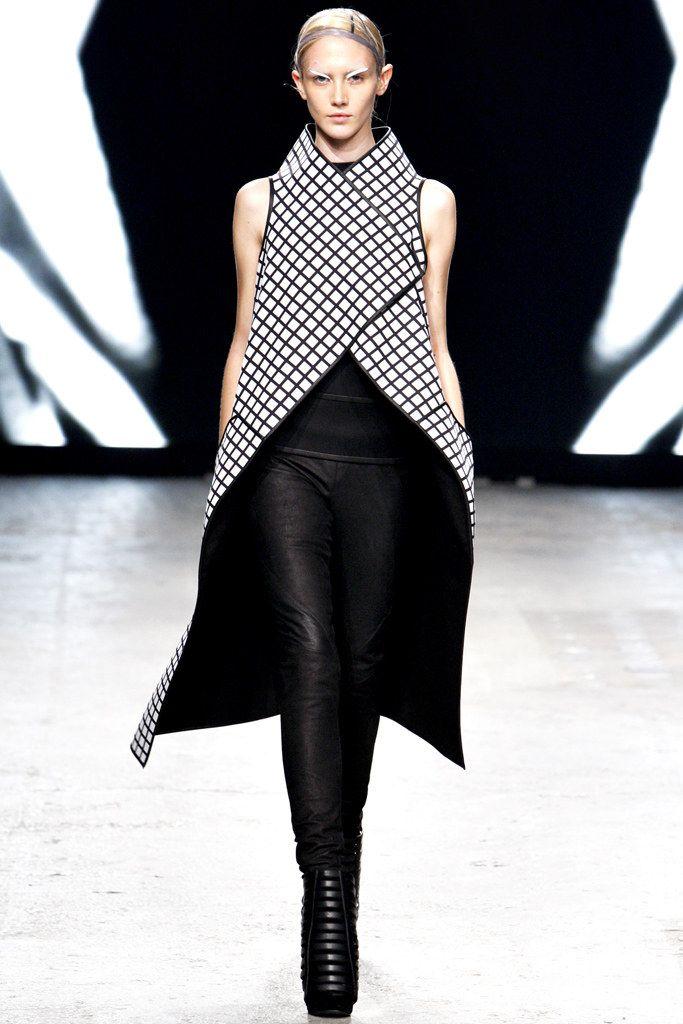 Gareth Pugh Spring 2012 Ready-to-Wear Fashion Show - Caitlin Lomax (IMG)