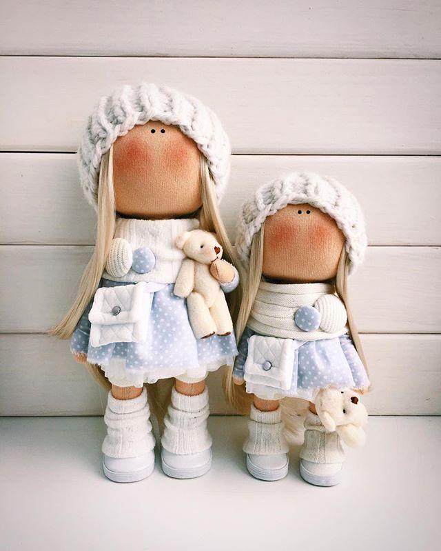 Сестрёнки Могут уехать к Вам домой парой а можно и нетСтоят сами,уговаривать не нужно,ростик 25 см и 20 см   ПРОДАНЫ✨✨✨ _______________#tatiananedavnia #tilda #wedding #pink #pillow #МК #decor #fabrik #handmad #knitting #love #cotton #baby #кукла  #выставка #шеббишик #пупс #платье #подарок #праздник #работа #ручнаяработа #сделайсам #своимируками #ткань #тильда #интерьер #интерьернаяигрушка #интерьернаякукла