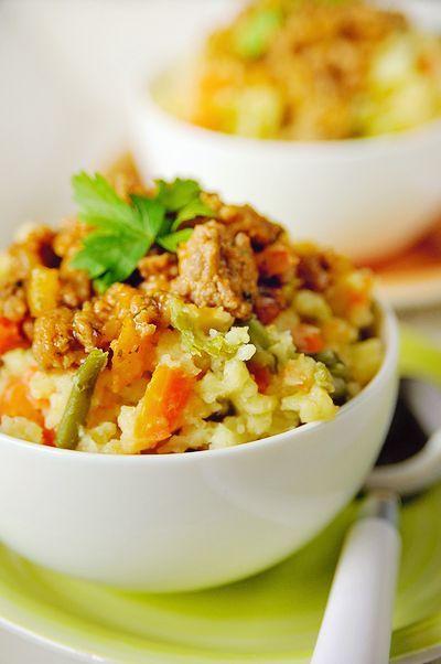 Bereiden:Meng de boontjes, wortels en helft van de gesnipperde ui en kook de groenten in licht gezouten water gaar in ca. 20 min. Kook tegelijk in water met een beetje zout de aardappelen gaar.