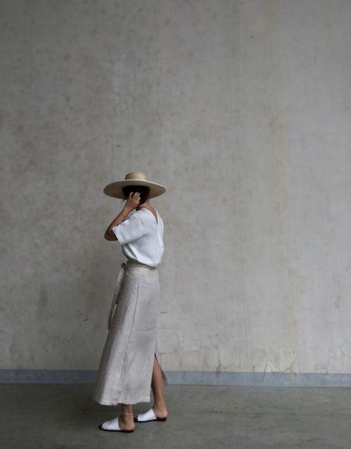 perfct summer look: cotton tee, linen skirt, and fedora | curated by ajaedmond.com | capsule wardrobe | minimal chic | minimalist style | minimalist fashion | minimalist  wardrobe | back to basics fashion