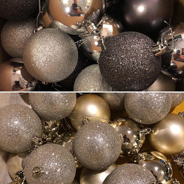 The tree is going to be Gold Black Silver and a sprinkle of glitter.  - Architecture and Home Decor - Bedroom - Bathroom - Kitchen And Living Room Interior Design Decorating Ideas - #architecture #design #interiordesign #diy #homedesign #architect #architectural #homedecor #realestate #contemporaryart #inspiration #creative #decor #decoration