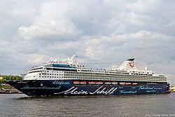 Mein Schiff 1. Ιδιοκήτης: TUI Cruises Gmbh. - Germany.  Διαχείριση: TUI Cruises. Παρθενικό ταξίδι στις 21/12/1996. Galaxy 1996 ~ 2008. Celebrity Galaxy 2008 ~ 2009. 2009 ~ 2010 Mein Schiff. 2010 ~ present, today's name. 76.998 GT ~ 263,70 μ.μ. ~ 32,13 μ.πλάτος ~ 11 κατ/τα ~ 1.924~2.114 επ. ~ 900 ατ.πλ.