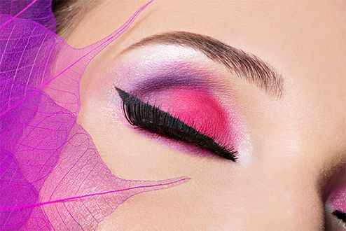Learn the latest tips, techniques and trade secrets to become the ultimate Makeup Artist. With simple step by step instructions you will learn how to apply sophisticated and creative makeup fit for magazine covers. #makeup #makeupartist #mua #elearning #onlinelearning