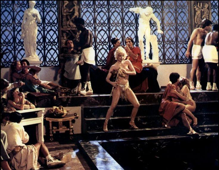5 razones por las que Calígula es la película icono de los excesos y perversiones