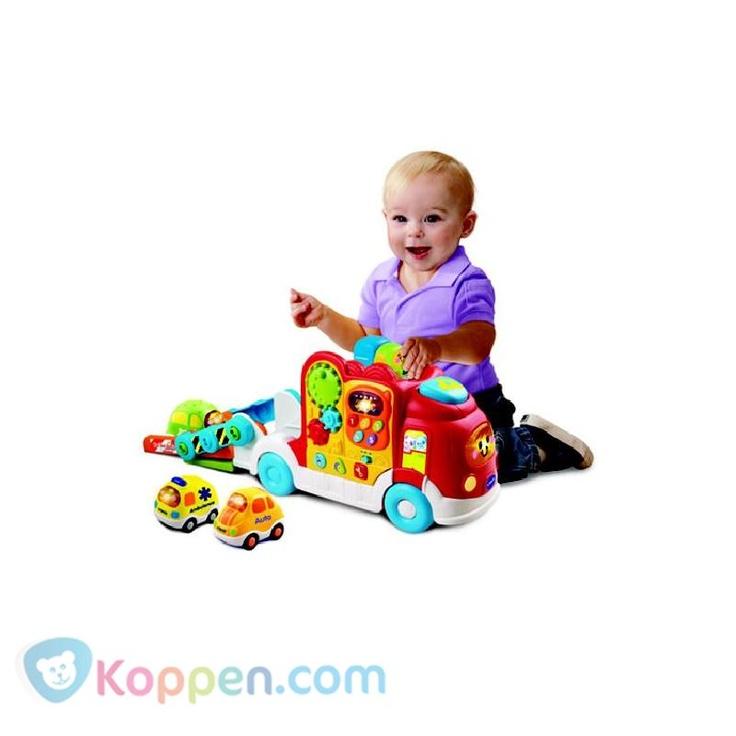 VTECH Toet toet auto ambulance: 12+ mnd. Deze VTECH Toet toet auto Ambulance: 12+ mnd leert het kind cijfers, kleuren, vormen en rollenspel. Het Vtech speelgoed bevat zes melodietjes en een gezongen liedje. Geschikt voor kinderen van 1 tot 5 jaar. http://www.koppen.com/producten/categorie/merken/sub-categorie/vtech/geslacht/jongen/leeftijd/vanaf-0-tot-18-maanden/materiaal/kunststof/merk/vtech/aanbieding/all/prijs/-20,00-50,00/product/7336623 Prijs: € 35,23
