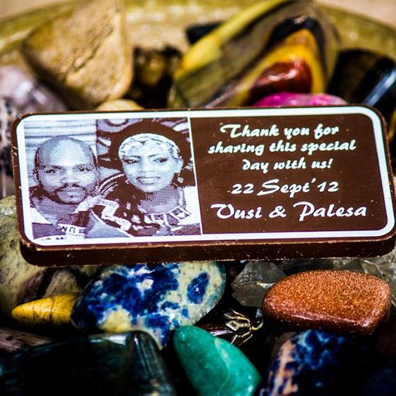 Wedding Table Gifts | Chocolate Art | Wedding Guide