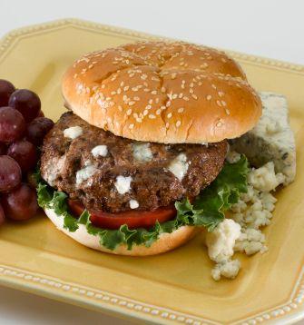 Hamburguesa con Queso Azul y Salsa Búfalo