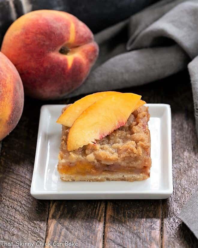 Fresh Peach Pie Bars – Eine Shortbread-Kruste mit gesüßten Pfirsichen und …   – Peach