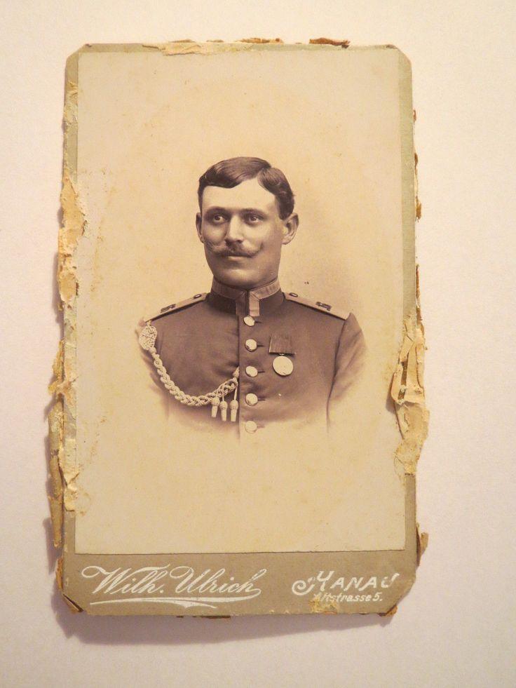 Hanau - Soldat in Uniform mit Schützenschnur und Orden - Regiment Nr. 166 / CDV