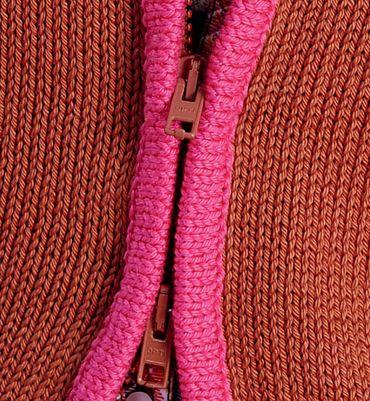 Modèle gilet zippé à capuche femme