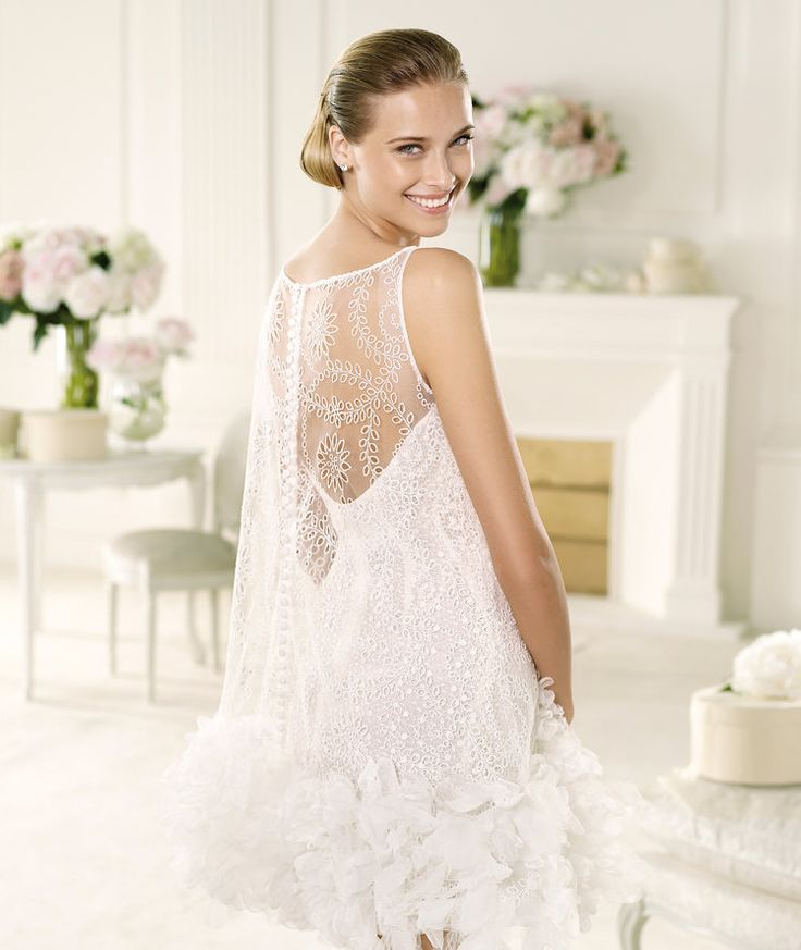 Pronovias vous présente la robe de mariée Vainica, Manuel Mota 2013. | Pronovias