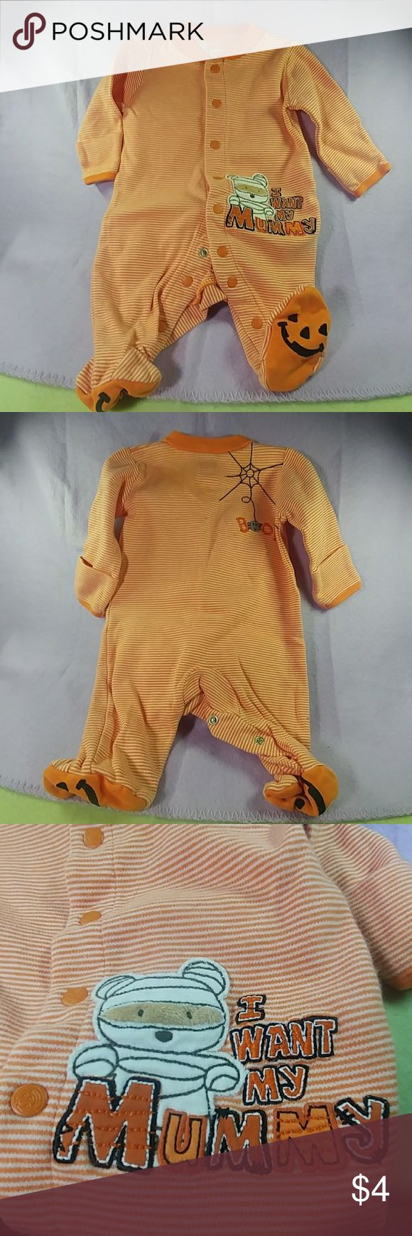 Carter's Halloween Footed Sleeper Carter's Halloween footed sleeper.  Super cute.  Newborn.  No observed holes or stains. Carter's One Pieces Footies