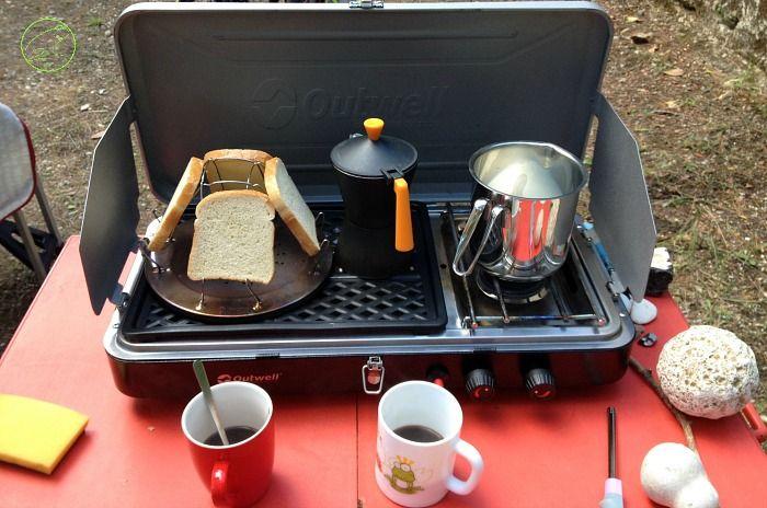 Consigli pratici su cosa portare e come organizzare i cibi campeggio per vacanze in tenda. Fare la spesa, cosa cucinare, sistemare gli spazi