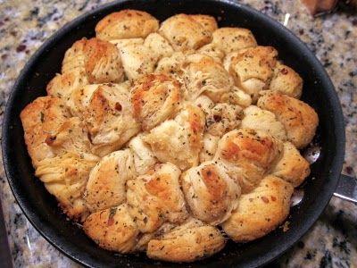 Italian Food ~ Garlic Parmesan Skillet Bread