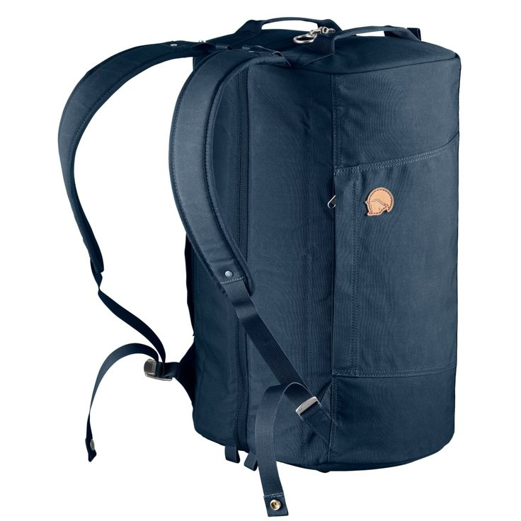 Splitpack är en zip up-reseduffel från Fjällräven som bärs bekvämt på ryggen. Två rymliga huvudfack med nätväggar som håller pinalerna på plats och ger överblick.