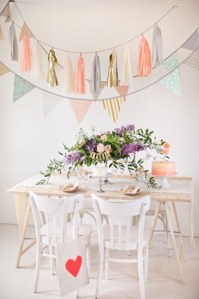 De kleuren van deze vrolijke vlaggetjes passen perfect op jouw lente bruiloft!