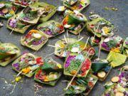 Meaturan Canang di Bali