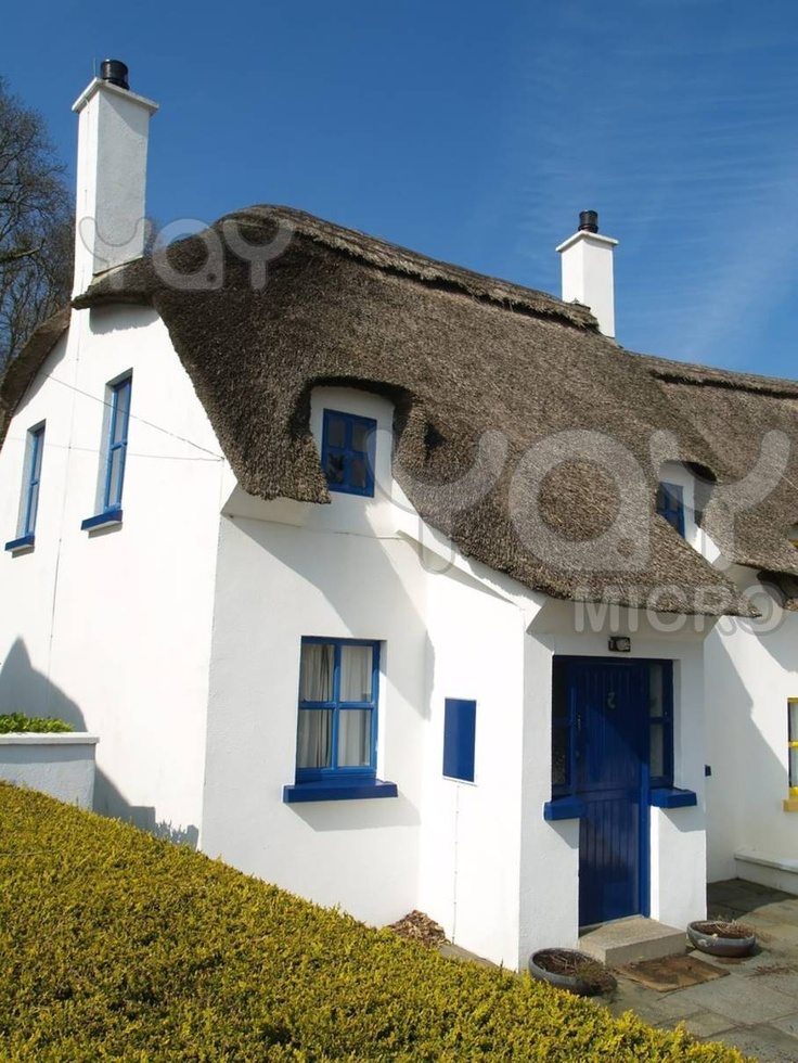 Thatched holiday cottages in Ireland