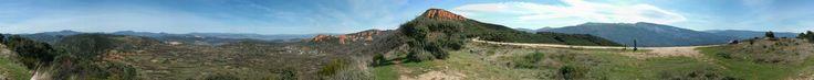Vista de los frentes de explotación norte y sur del sector central de la mina de oro, desde el mirador de Las Pedrices. Senda Perimetral. Paisaje cultural de Las Médulas.