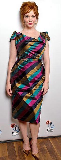 Christina Hendricks: Dress – Vivienne Westwood  Shoes – Jimmy Choo Met deze kleuren maak je van een warm-helder lentetype een warm-gedempt herfsttype
