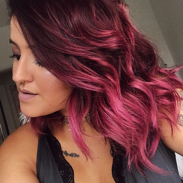 Cabelo marsala: Combina com todas? Conheça a cor do momento! | *Beleza* | Long hair styles, Pink hair, Hair