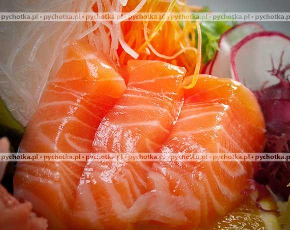 Niech w twoim domu zawsze goszczą smaczne ryby. Łosoś pieczony w śmietanie. Składniki: łosoś, śmietana, cebula.