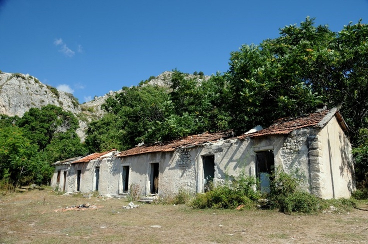 Abandoned houses in Gioia Vecchio - the abandoned Minotaur village in #Abruzzo #Italy