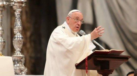 """HOY HAY MÁS MÁRTIRES CRISTIANOS QUE EN LOS PRIMEROS SIGLOS, DICE EL PAPA  """"Incluso hoy, queridos hermanos y hermanas, en el Medio Oriente y otras partes del mundo los cristianos son perseguidos. Hay más mártires que en los primeros siglos"""", lamentó.  http://www.ewtnnoticias.com/noticias-catolicas/noticia.php?id=35556"""