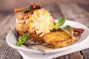 #Ananas pe grătar cu sos caramel şi mentă… Îţi face cu ochiul? Este desertul pe care ni l-a preparat Chef Liviu Lambrino la ultima noastră sesiune de gătit şi pe care ţi-am promis deja că ţi-l voi împărtăşi. Hai să vedem cum se face!