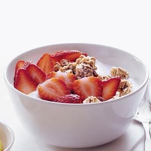 Recept - Kwark met muesli en aardbei - Allerhande