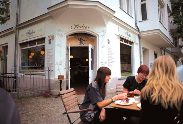 Further towards the Spree to the more bürgerlich west of the Moabit is Café Fiaker, a small Vienna-inspired café with curly inscriptions on the façade and old-fashioned iron furniture and lovely outdoor seating.